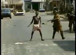Ancienne vidéo de guerre au Liberia