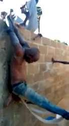 Voleur tchadien brimé par ses victimes
